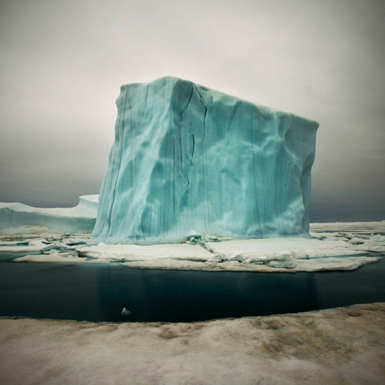 © Arctica: The Vanishing North by Sebastian Copeland, published by teNeues, www.teneues.com. Northern Greenland, Photo © 2015 Sebastian Copeland. All rights reserved. www.sebastiancopeland.com