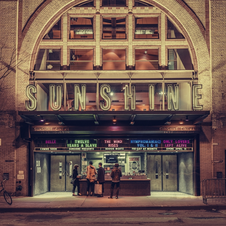 © Light On New City by Franck Bohbot, to be published by teNeues and YellowKorner in August 2016, € 49,90 - www.teneues.com, www.yellowkorner.com. Sunshine Cinema, Lower East Side, Manhattan, 2015, Photo © 2016 Franck Bohbot/INSTITUTE. All rights reserved. www.instituteartist.com