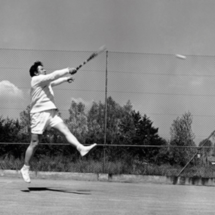 Tennis, Peter Ustinov style, Monte Carlo 1955, Photo © edwardquinn.com