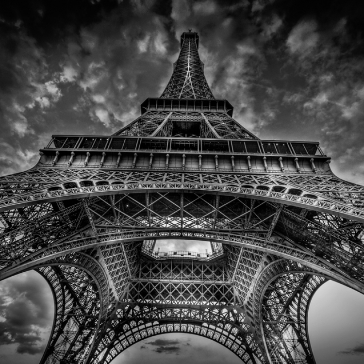 © Paris by Serge Ramelli, SMALL FORMAT EDITION, published by teNeues, € 29,90, www.teneues.com. EIFFEL TOWER, Photo © 2016 Serge Ramelli and YellowKorner. All rights reserved.