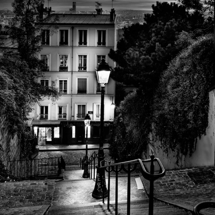 © Paris by Serge Ramelli, SMALL FORMAT EDITION, published by teNeues, € 29,90, www.teneues.com. STEPS OF MONTMARTRE, Photo © 2016 Serge Ramelli and YellowKorner. All rights reserved.