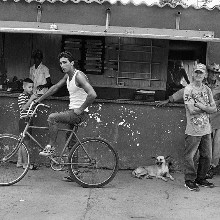 Cafe, Road to Viñales, Pinar del Río, 2015, Photo © 2017 Elliott Erwitt/Magnum Photos. All rights reserved.