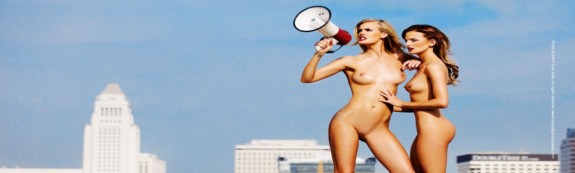 Taken! Entertaining Nudes von Tony Kelly