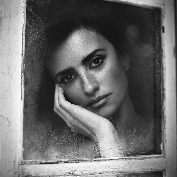 © Personal by Vincent Peters, to be published by teNeues in September 2016, www.teneues.com, Penélope Cruz, Madrid, 2015, Photo © 2016 Vincent Peters. All rights reserved.