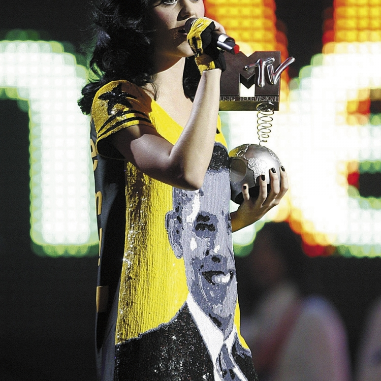 © Jean-Charles de Castelbajac - Fashion, Art & Rock'n'Roll, to be published by teNeues and YellowKorner in September 2016, www.teneues.com, www.yellowkorner.com, Summer 2009 / Katy Perry wearing the Barack Obama dress at the MTV Music Awards, JC in the Sky with Diamonds collection, Photo © Jean Charles de Castelbajac. All rights reserved.