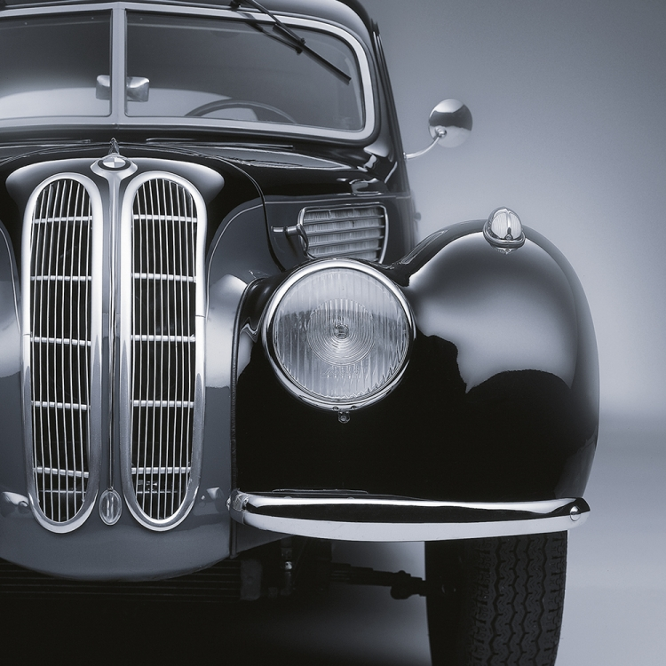 © Black Beauties - Iconic Cars Photographed by René Staud, to be published by teNeues in September 2016, www.teneues.com. Black Heritage, Photo © 2016 STAUD STUDIOS GmbH. All rights reserved. www.staudstudios.com