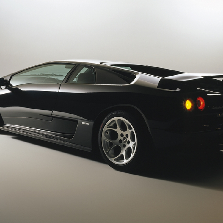 © Black Beauties - Iconic Cars Photographed by René Staud, to be published by teNeues in September 2016, www.teneues.com. Lamborghini Diablo, 1990-1998, Photo © 2016 STAUD STUDIOS GmbH. All rights reserved. www.staudstudios.com