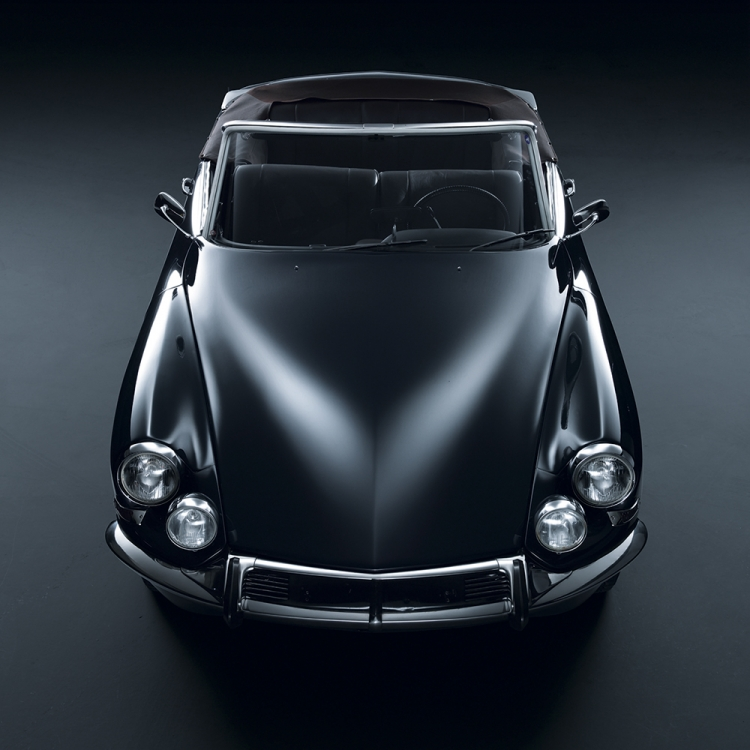 © Black Beauties - Iconic Cars Photographed by René Staud, to be published by teNeues in September 2016, www.teneues.com. Citroën DS, 1955-1975, Photo © 2016 STAUD STUDIOS GmbH. All rights reserved. www.staudstudios.com