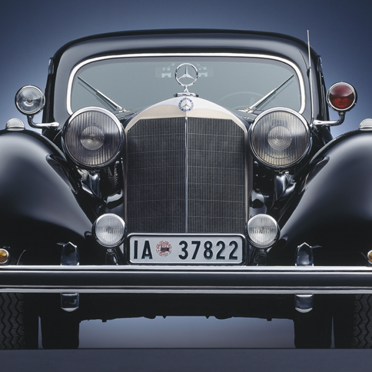© Black Beauties - Iconic Cars Photographed by René Staud, to be published by teNeues in September 2016, www.teneues.com. Mercedes-Benz Typ 770, 1938-1943, Photo © 2016 STAUD STUDIOS GmbH. All rights reserved. www.staudstudios.com
