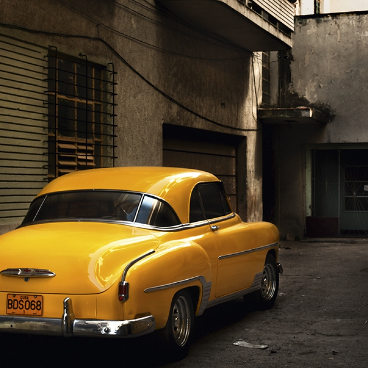 El coche amarillo, Miramar, 2014, Photo © 2016 Bernhard Hartmann. All rights reserved