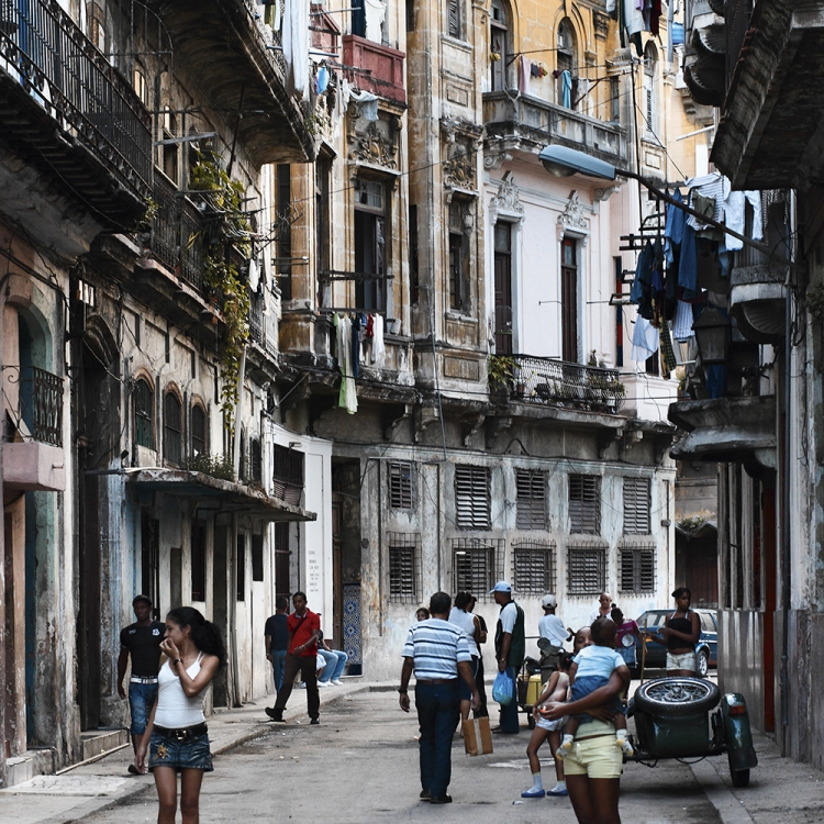 Calle San Miguel, La Habana Vieja, 2010, Photo © 2016 Bernhard Hartmann. All rights reserved