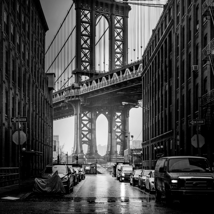 © New York by Serge Ramelli, SMALL FORMAT EDITION, published by teNeues, € 19,90, www.teneues.com. CLASSIC VIEW OF THE MANHATTAN BRIDGE IN BROOKLYN, © 2015 YellowKorner Editions, Photo © Serge Ramelli. All rights reserved.