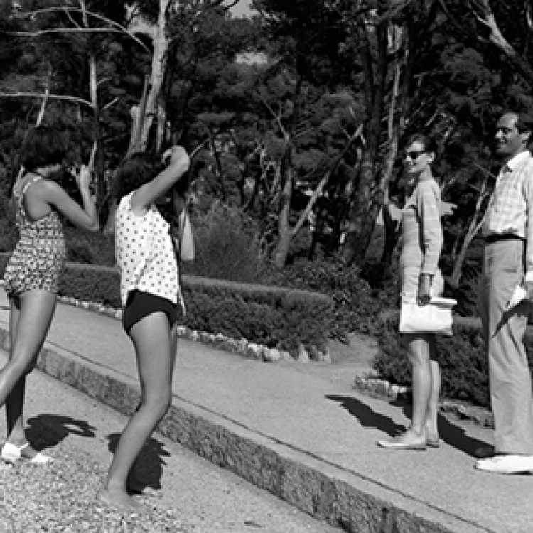 Two enthusiastic girls at Eden Roc taking a photograph of Audrey Hepburn and her husband Mel Ferrer, on a short holiday Cap d'Antibes 1956 Photo © edwardquinn.com