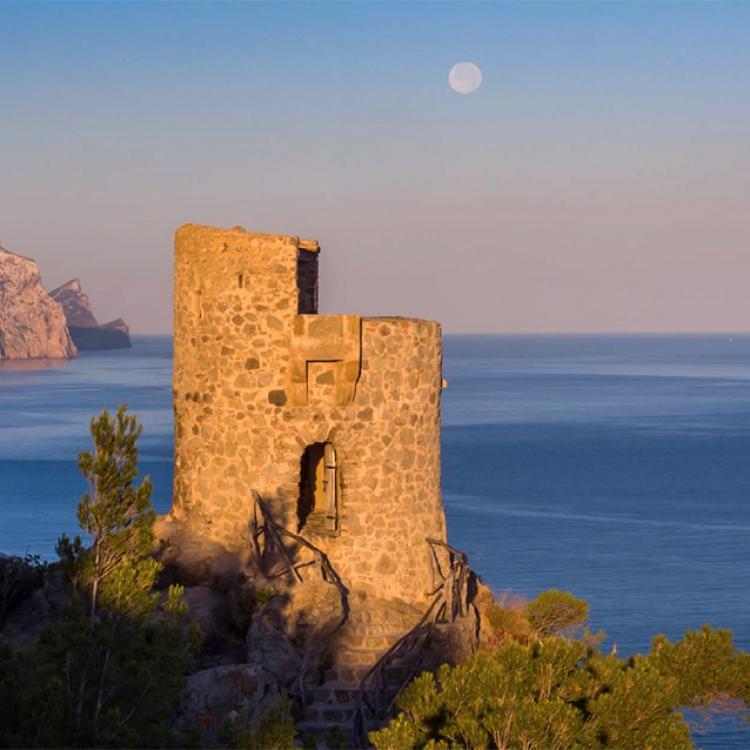 Morgenstimmung am Torre des Verger an den Klippen der Westküste bei Banyalbufar, Photo © 2017 Michael Poliza. All rights reserved. www.michaelpoliza.com/travel