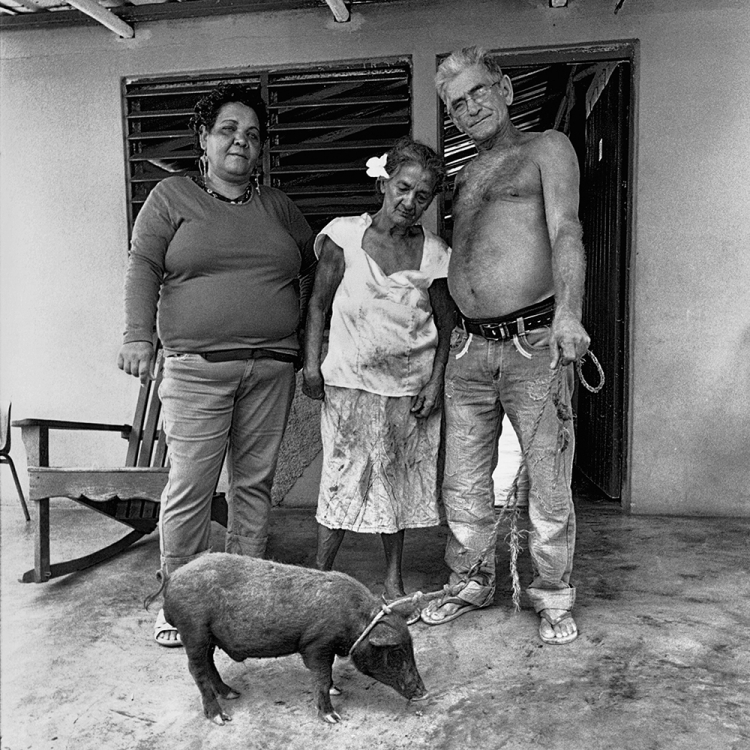 Peasant family, Viñales, Pinar del Río, 2015, Photo © 2017 Elliott Erwitt/Magnum Photos. All rights reserved.