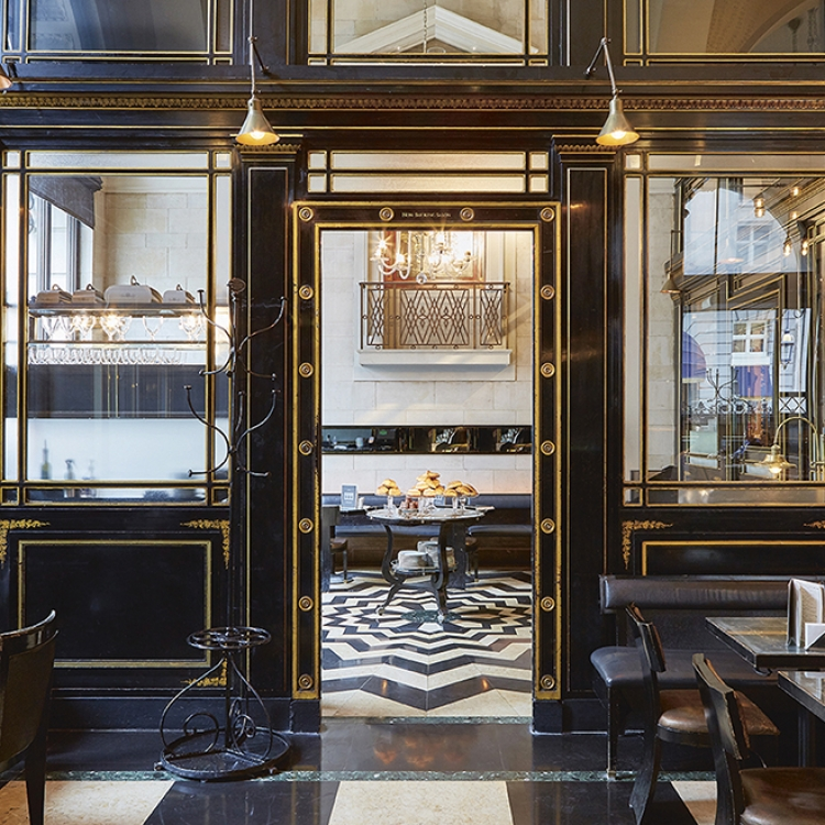 © Living in Style - The New Art Deco by Claire Bingham, to be published by teNeues in March 2018, www.teneues.com, The Wolseley, Photo © Andrew Burton