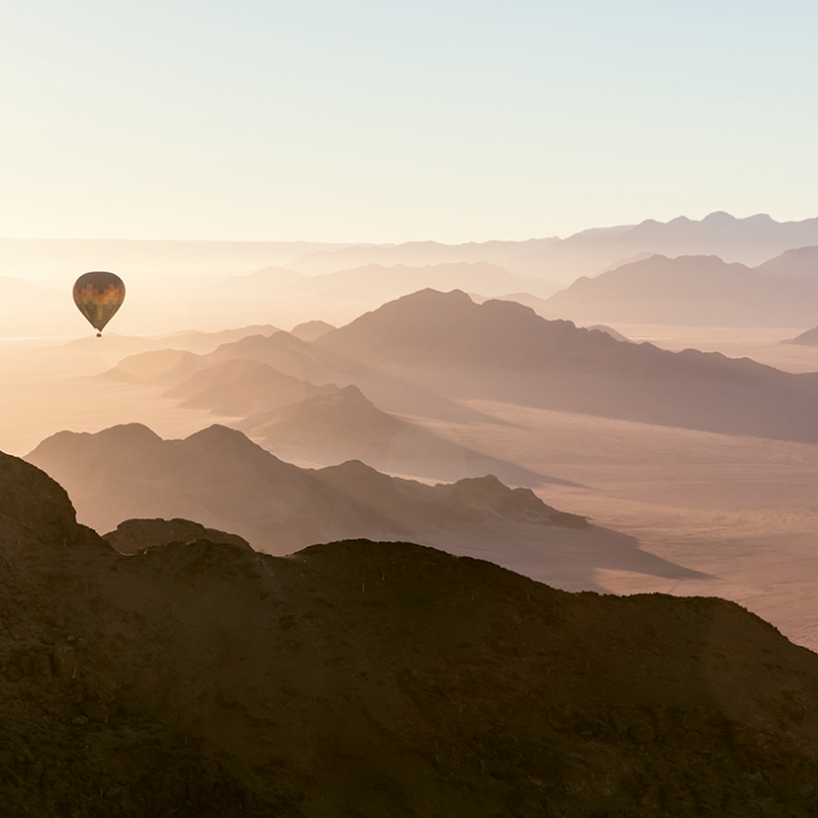 A flight in a hot-air balloon is an unforgettable experience that every visitor to Namibia should indulge in, Photo © 2018 Michael Poliza. All rights reserved.