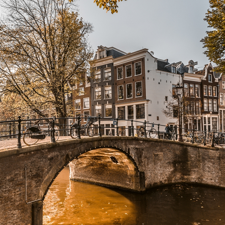 © Streets of Amsterdam by MENDO, to be published by teNeues in September 2018, www.teneues.com, www.mendo.nl, Reguliersgracht, Canal Belt, Photo © Alejandro Loar