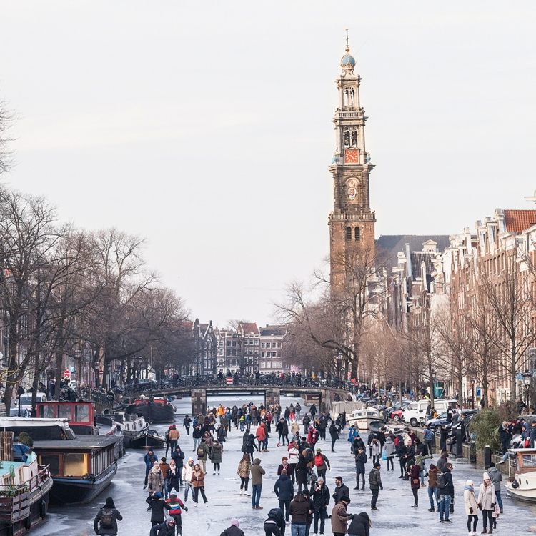 © Streets of Amsterdam by MENDO, to be published by teNeues in September 2018, www.teneues.com, www.mendo.nl, Prinsengracht, Canal Belt, Photo © Rogiier Meurs