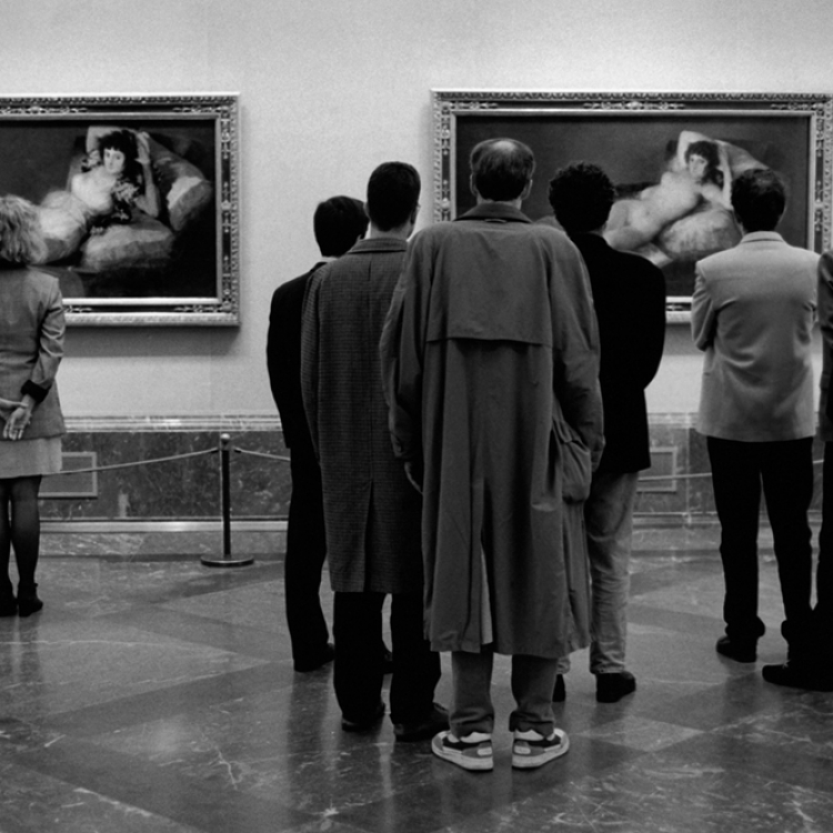 © Elliott Erwitt Personal Best, published by teNeues, www.teneues.com. Prado Museum, Madrid, 1995, Photo © 2018 Elliott Erwitt/Magnum Photos. All rights reserved.