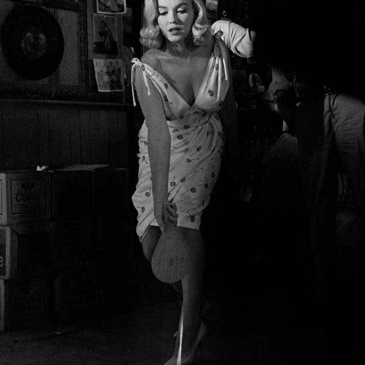 © Elliott Erwitt Personal Best, published by teNeues, www.teneues.com. Marilyn Monroe, Reno, Nevada, 1960, Photo © 2018 Elliott Erwitt/Magnum Photos. All rights reserved.