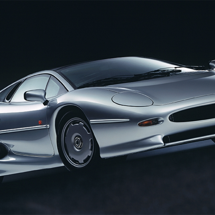 © Neo Classics by René Staud & Jürgen Lewandowski, to be published by teNeues in September 2019, www.teneues.com, JAGUAR XJ220, 1992-1994, Photo © 2019 Staud Studios GmbH, Leonberg, Germany. www.staudstudios.com. All rights reserved.