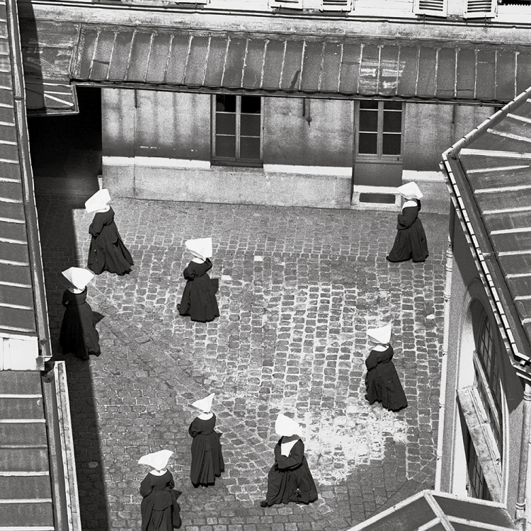 Nuns of the Order of St. Vincent, 1952 Photo © Paul Almasy / akg-images