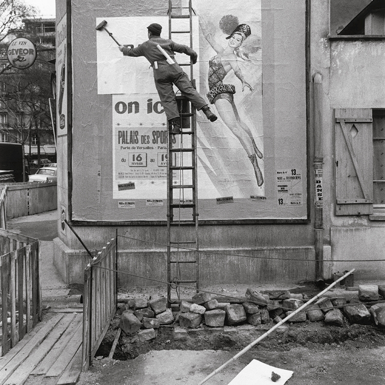 Bill sticker, 1950s Photo © Paul Almasy / akg-images