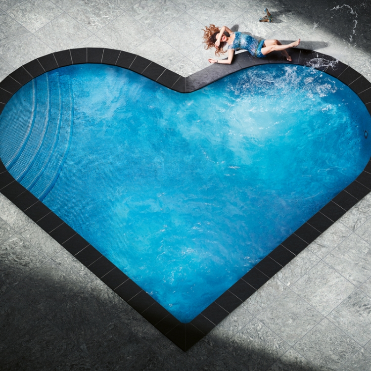 © David Drebin Collectors Edition - 50, to be published by teNeues in October 2020, www.teneues.com, SPLASHING HEART, 2018, Photo © David Drebin. All rights reserved.