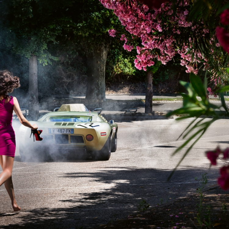 © David Drebin Collectors Edition - 50, to be published by teNeues in October 2020, www.teneues.com, WHEELS AND HEELS, 2013, Photo © David Drebin. All rights reserved.